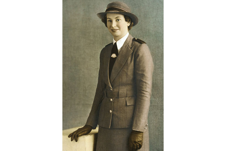 Studio portrait of Staff Nurse Vivian Bullwinkel, Australian Army Nursing Service (AANS), in service dress uniform. (Image in the public domain, originally taken from Mendelssohn, F B & Company - This image is available from the Collection Database of the Australian War Memorial, https://en.wikipedia.org/wiki/Vivian_Bullwinkel#/media/File:Vivian_Bullwinkel.jpg)