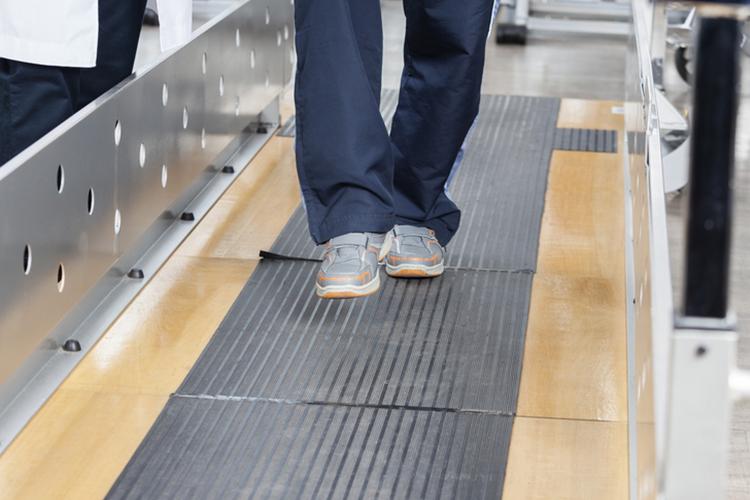 4 Bedside Tests and Measures to Determine Walking Safety - Ausmed