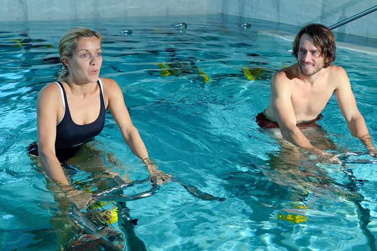 aquatic physiotherapy patients in pool