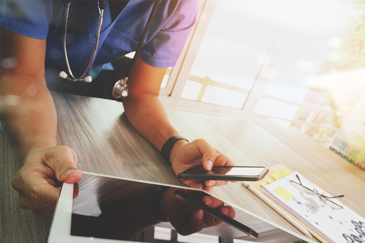 Nurse uses phone and tablet eHealth - What is the Future of Nursing Going to Look Like?